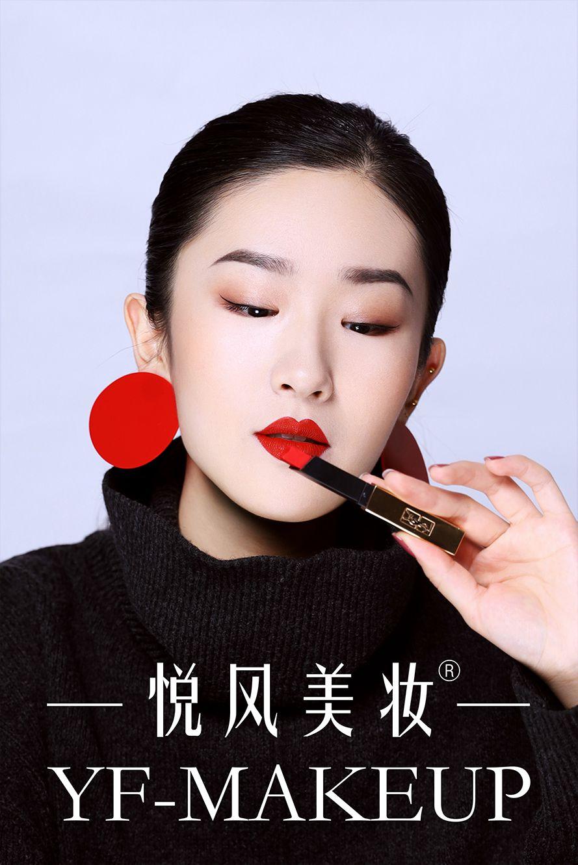 平面广告妆多见于时尚杂志,形象特制与设计相结合。